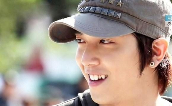 Ca sĩ Hàn Quốc Jung Yong Hwa cũng sở hữu chiếc răng khểnh đầy thu hút