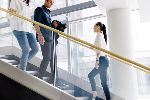đi bộ cũng giúp cải thiện tiêu hóa