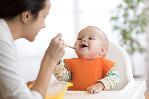 Tại sao trẻ mọc răng chậm