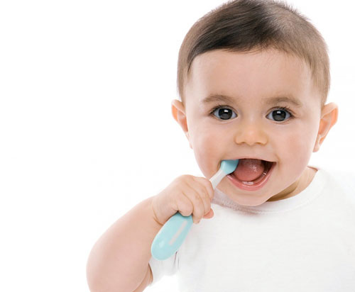 Trẻ chậm mọc răng phải làm sao